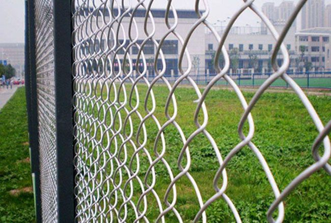 Stadium Fence has below features:     •Strong, safe and flexible.     •Durable in use under extremely strong weather.     •Corrosion resistance, anti-rust.     •Convenient installation     •Protective function.
