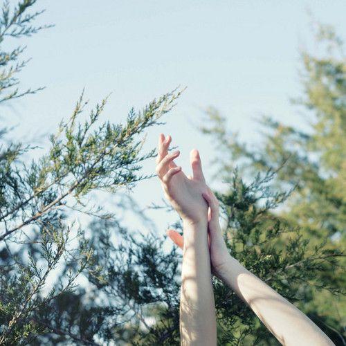 A veces me pregunto si algún día podré tocar el infinito, si el cielo siquiera existe.-Blanca Arpa