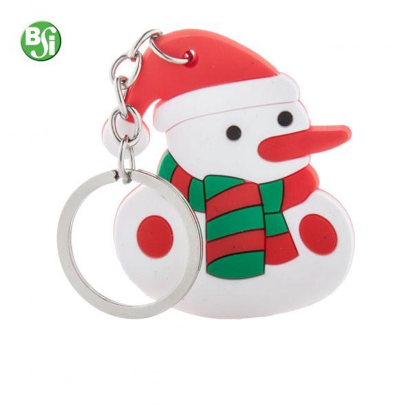 Portachiavi in PVC a forma di pupazzo di neve e anello in metallo.  #portachiavi #gift #gadgetpersonalizzati #natale #bsigadget #christmas #pupazzodineve