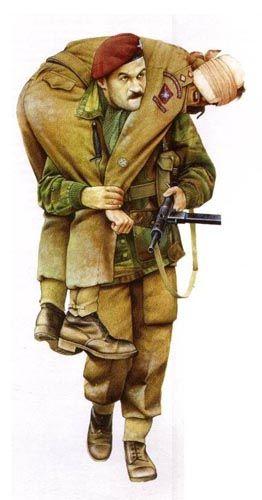 "BRITISH ARMY - Arnhem, 1944 - Parà del Parachute Regiment ""Red Devil"" trasporta un Tenente del RAMC (Royal Army Medic Corp)"