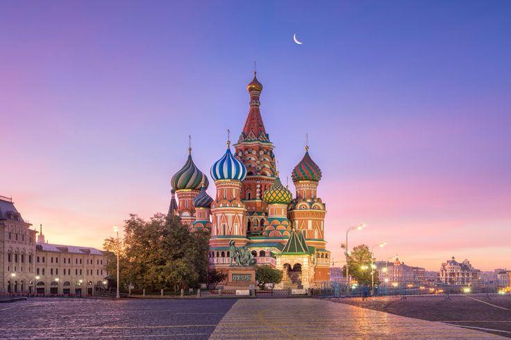 #PróximaParagem Moscovo   Moscovo é a sétima maior cidade do Mundo. Aproveita a nossa parceria com a Aeroflot e não percas a Praça Vermelha, o Kremlin, a Catedral de São Basílio, o Museu Pushkin, o Metro e muitos mais locais históricos imperdíveis na cidade.   Conhece este fantástico destino! www.azoresairlines.pt   #kremlin #moscovo #russia #azoresairlines