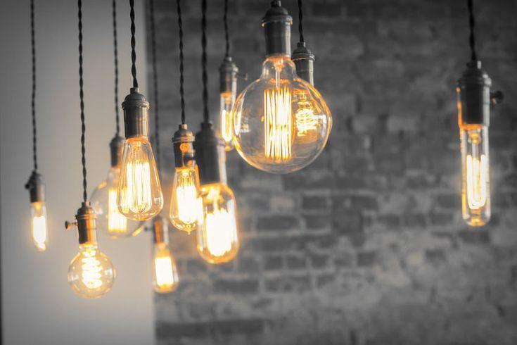 Oryginalne lampy sufitowe - stylizowane żarówki. #design #urządzanie #urząrzaniewnętrz #urządzaniewnętrza #inspiracja #inspiracje #dekoracja #dekoracje #dom #mieszkanie #pokój #aranżacje #aranżacja #aranżacjewnętrz #aranżacjawnętrz #aranżowanie #aranżowaniewnętrz #ozdoby #żarówki #żarówka #lampa #lampy