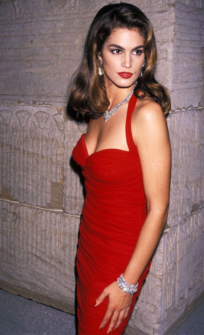 Look back at Cindy Crawford's amazing style in the '90s with these throwback pictures.
