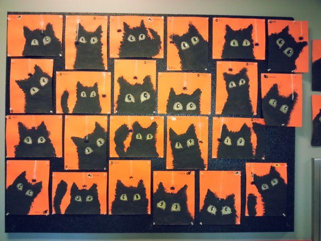 • Katten stempelen en fluo-ogen schilderen •