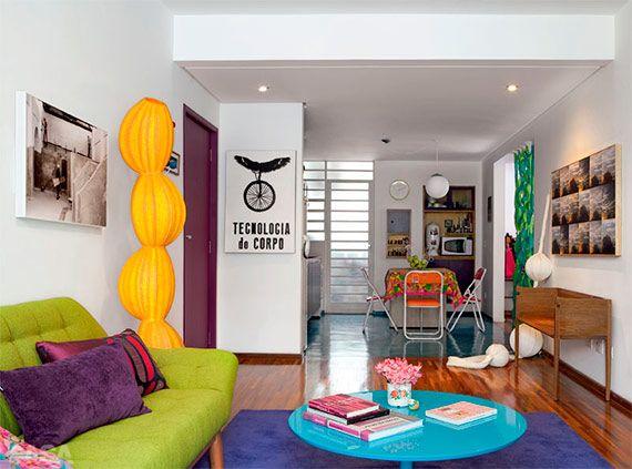 Branco/cores....acho lindo :) Muito colorido ;)   Lá na Casa Claudia tem esse projeto da arquiteta e designer Adriana Yazbek. Retirado do lindíssimo decoracao.com