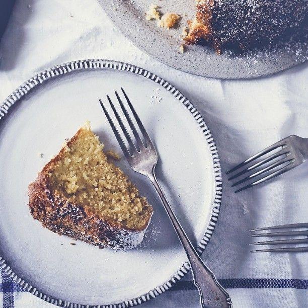 Lifestyle photography and styling by @zita_csigo... #ceramics #kitchenprops #kitchentable #kitchen #foodstyling #foodphotography #lifestyle #mik #mik_gasztro #foodblogger #hungarianblogger #baking #bakingideas #cake #instahun #ikozosseg