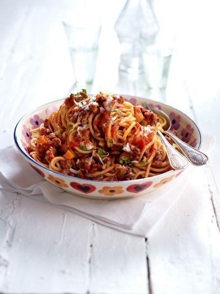 Sie ist die Königin der italienischen Küche, die Prinzessin unter den Nudelsoßen: Spaghetti Bolognese - ein traditioneller Gaumenschmaus.