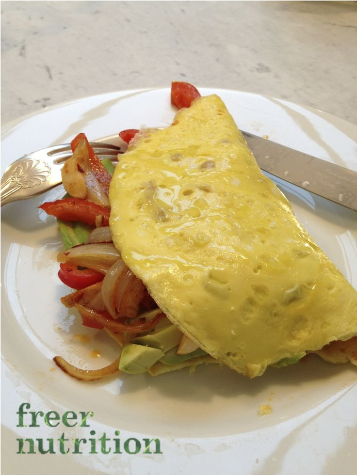 Simple quick breakfast, lunch or dinner. Omelette (2 eggs whisked with a pinch of mustard powder). Sauteed red peppers, onion, garlic, pinch of chilli flakes and paprika. Great protein, antioxidant rich meal. www.freernutrition.com #freerfood #eatyourprotein #healthymeal