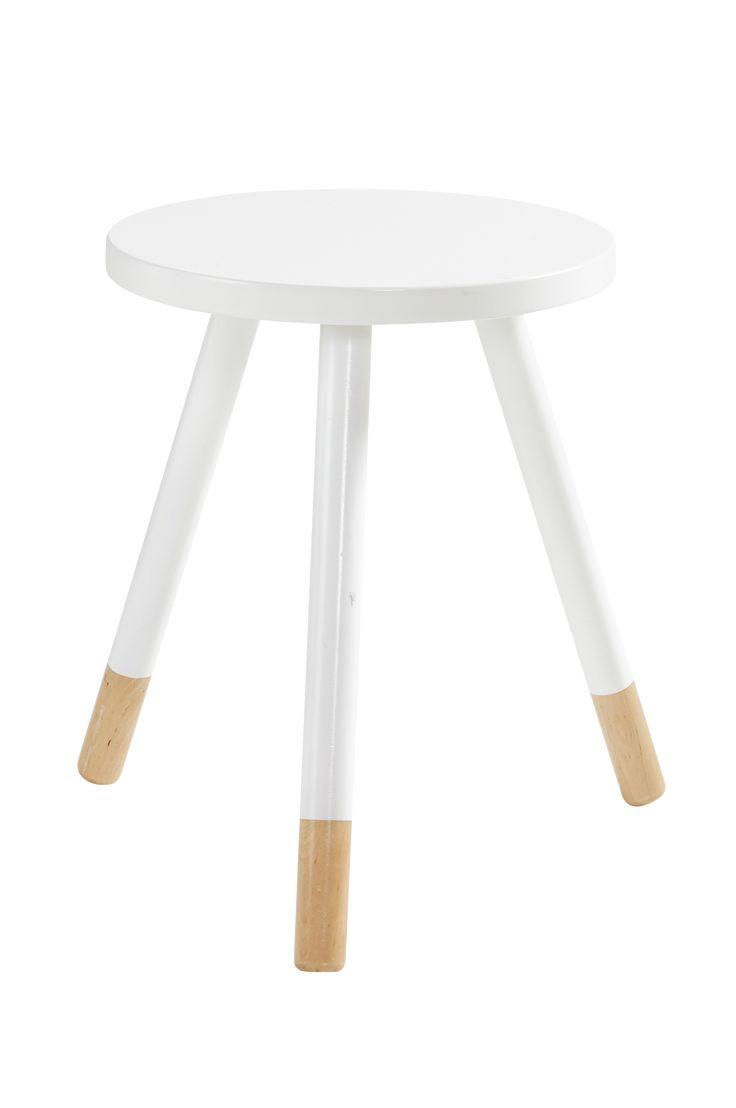 Rund pall/bord med skandinaviska influenser i form av synligt ljust trä längst ner på benen. Material: Mdf och trä. Storlek: Höjd 45 cm, ø 35 cm. Beskrivning: Rund pall/bord av lackad mdf och ben av ljust trä. Maxvikt 75 kg. OBS! Produkten måste kompletteras med KINNA krysstag om den ska användas som pall. (Färgerna cerise, limegul och turkos har redan krysstag.) Tips/råd: En liten pall/bord som fungerar bra som både sängbord och soffbord. Bra när du behöver maximera ditt ...