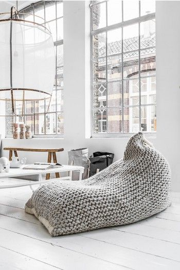 Gebreide zitzak  Zilalila Nest Bean Bag couleur locale knitted pouch home deco interior inspiration industrial grey knitwear oversized lamp