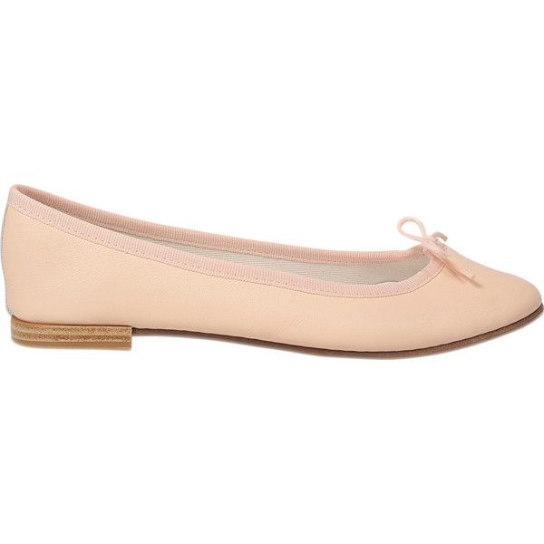 Repetto Cendrillon ballerina ($215) ❤ liked on Polyvore featuring shoes, flats, beige, repetto flats, beige ballet flats, leather slip-on shoes, ballet flat shoes and slip on flats