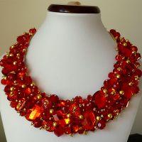 Red Riding Hood - Eleganță, rafinament și un accesoriu care va străluci că o vedetă în lumina reflectoarelor. Transformă-l în bijuteria ținutei tale! Comenzi pe www.boemo.ro