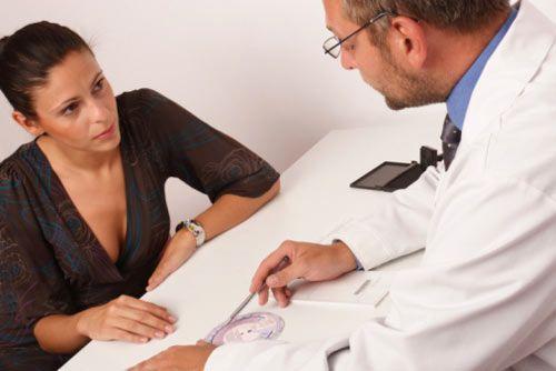 Ginecologi, le divertenti reazioni alla coppetta mestruale