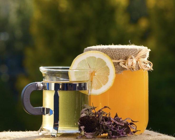 Nu se poate sa nu fii auzit macar o data ca mierea de albine devine toxica daca o adaugi in ceai sau in cafea fierbinte. Care este adevarul?