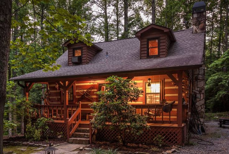 Idyllic Cabin Rental With A Koi Pond In Blue Ridge Mountains Near Carters Lake Georgia Cute Little Houses Little Cabin Little Cabin In The Woods