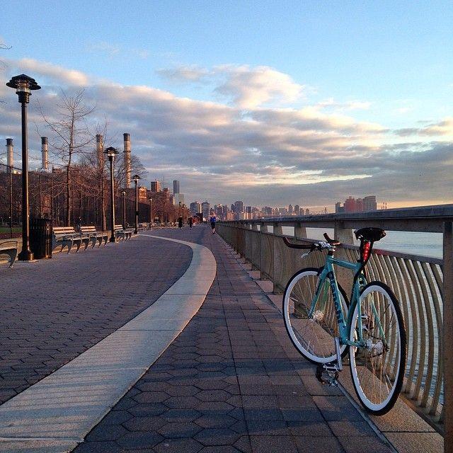 """Good morning NYC #bianchi #bianchisuperpista #bikeporn #fixie #fixedgear #fixieporn #trackbike #nyc #eastriver"""