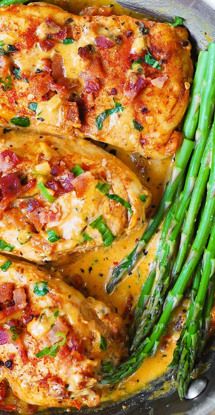 Bacon Chicken with Sun-Dried Tomato Cream Sauce - amazing sauce made with garlic, sun-dried tomatoes, basil, shredded Mozzarella cheese, and cream! Serve with asparagus.