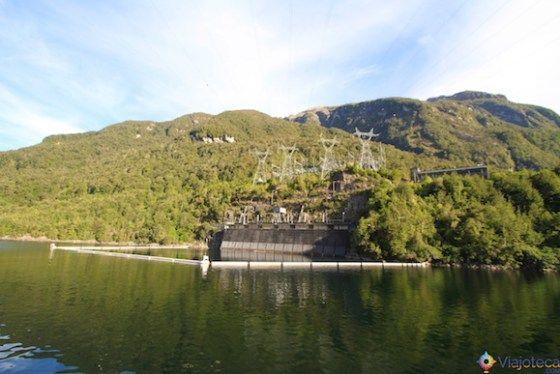 Usina Hidroeletrica no Lake Manapouri na Nova Zelândia