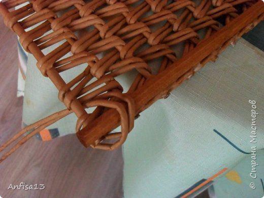 Итак, обещанный мною МК по плетению поддонов для выпечки. Или экранов….Или ажурных панелей… Или просто плоских полотен. История их создания здесь – http://stranamasterov.ru/node/1093528 Ну а для тех, кому некогда заглядывать в предыдущий пост – мне поступил заказ на плетение 6 поддонов (лотков) под выпечку, с одного края должен быть небольшой бортик- 2-2,5 см, поскольку поддоны предполагалось располагать под наклоном, бортик нужен, чтобы выпечка не съезжала с поддонов. Размеры лотков – 72 на…
