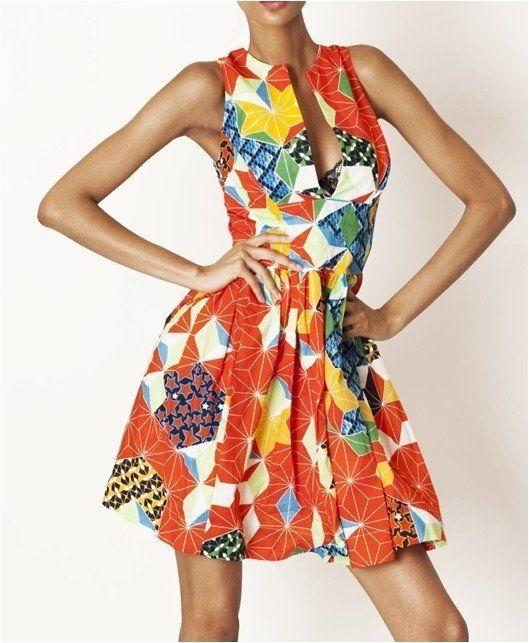 Élégante robe légère et fraîche, sans manches, encolure ronde, fente milieu devant, fermeture à glissière sur côté gauche + pressions, smocks dos, doublure sur envers. Longueur: 90cm environ. (35 inches).   La coupe est créative et tendance, le tissu de qualité, l'imprimé désigné très original, une jupe Made in Paris.   La robe est disponible en tailles 36 à 42 en standard.  Nous proposons également cette jupe ajustée à votre morphologie, pour cela, il vous suffit de nous contacter et de ...