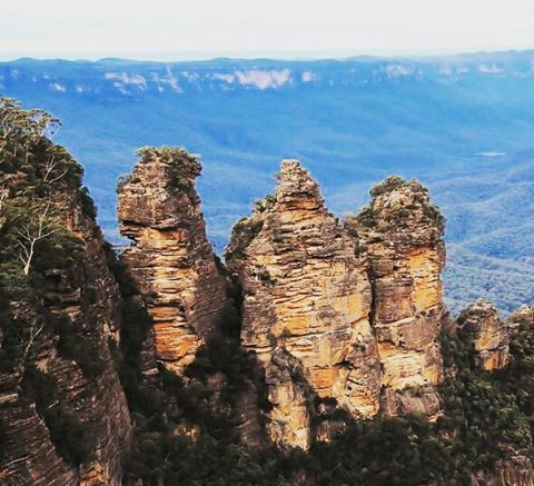 This spectacular landmark is The Three Sisters in Australia's Blue Mountains near Sydney. Oh, and it's a World Heritage site too.  #travelinspirations #australia #sydney #vacation #outnabouttravel #travelsolo_notalone