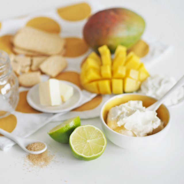 ingredients for no bake mango cheesecake in a jar by www.fresshion.com