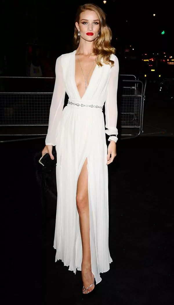 rosie-huntington-whiteley-party-dress-chic-batom-vermelho-street-style