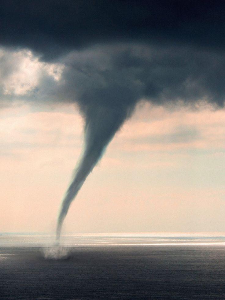 Starke Überschwemmungen in Bayern, Blitzeinschläge und Verletzte bei Blitzeinschlägen bei Rock am Ring und Tornados in Schleswig Holstein.
