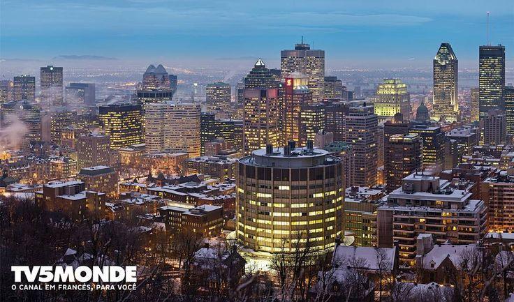 As silhuetas de #Montreal no #Canada são um espetáculo a céu aberto durante o anoitecer. A cidade é a 2ª com maior população francófona do mundo e um dos principais centros culturais do Canadá sediando grandes festivais de música esporte e humor. Marque aqui quem você convidaria para dar um passeio por lá!