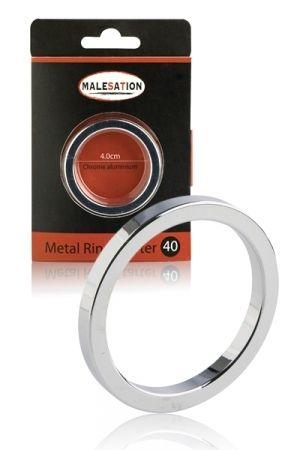 Cockring Metal Ring Starter, fabriqué par Malesation, un anneau en métal, relativement léger et fin, idéal pour les débutants.  100% en acier inoxydable , l'anneau se place à la base du pénis en érection.  Caractéristiques: - Cockring métal - Anneau en acier recommandé aux non initiés - Maintien de l'érection - Acier inoxydable qualité chirurgicale (304) - Résistant, facile à nettoyer - Sans nickel - Sans odeur - Poids: 12 à 14 g - Diamètre cockring: 4 4,5 et 5 cm - Marque: Malesation