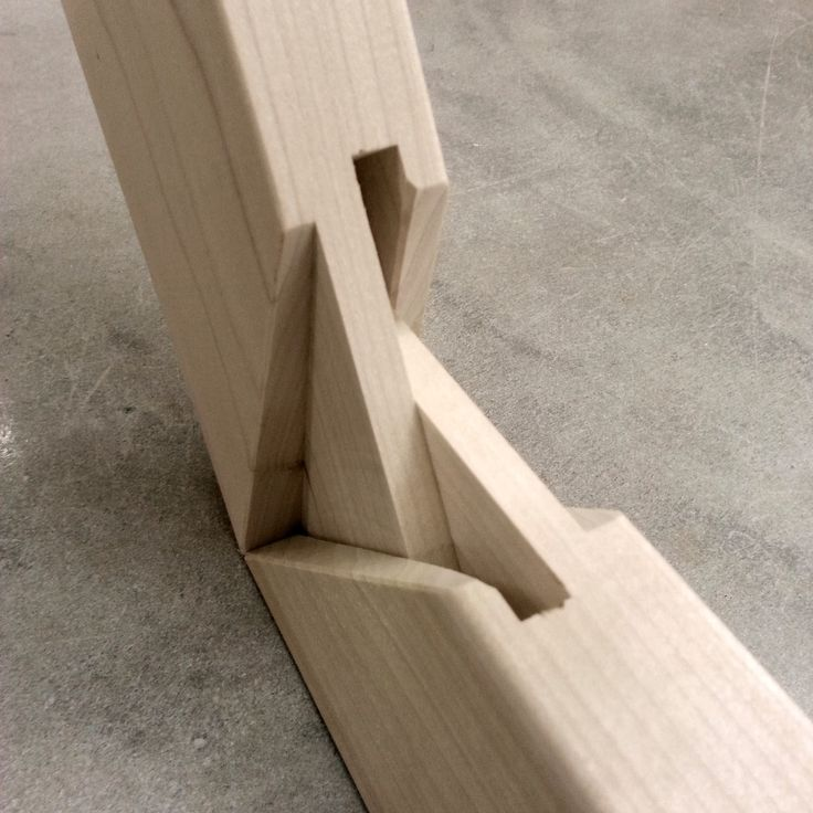 Double mortise and tenon joinery of DoubWorks' Heavy Duty stretcher bars.
