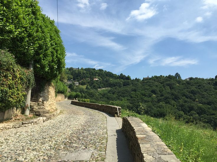 Astino a Bergamo. Sono andata a vedere il Monastero di Astino a Bergamo dopo il restauro e La valle della biodiversità, sezione dell'orto botanico di Bergamo.