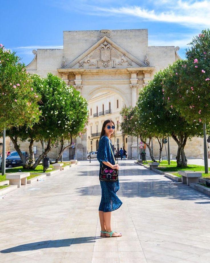 Na klara w tym roku to pozaglōndōmy już chyba yno na zdjynciach pra?  Ale niy ma zaś tak szpetnie dyć zawdy idzie se fajnie pospōminać. Takie Lecce na tyn przikłod. Bodej nojbardzij niydocyniane miasto we Italije.  Byliście już? - #Lecce #kajtaklara #solento #apulia #puglia #pugliagram #italy #italia #włochy #belekaj #godej #rajza #podróż #zwiedzamy #podroze #blogtroterzy #zwiedzanie #blogpodrozniczy #podróże #polishtravelblogs #podrozemaleiduze #travel #travelgram #instaitalia #wakacje…