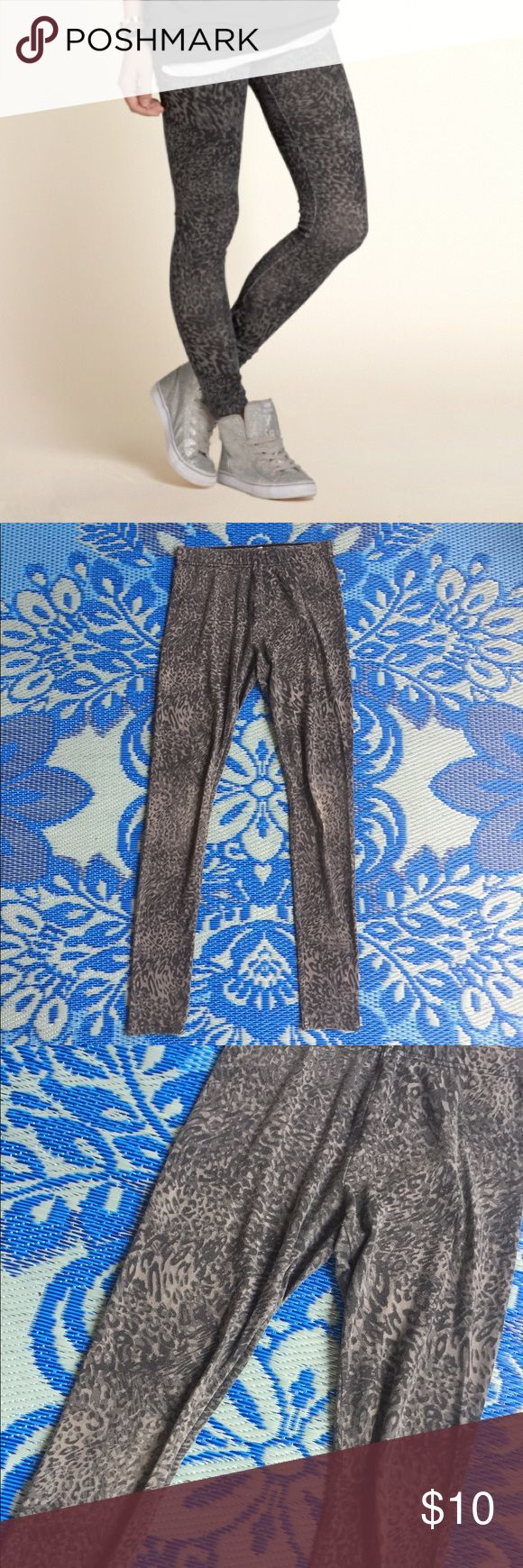 Grey Leopard Print Leggings Stretchy comfy cotton leggings in a grey leopard print! Size XS. Pre-loved, has some pilling but otherwise in great condition! Bundle to save :) Hollister Pants Leggings