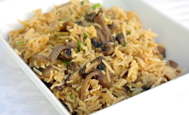 Riz aux champignons à l'indienne en vidéo Bonjour et bienvenue dans mon blog cuisine . Aujourd'hui nous allons préparer du riz aux champignons , une recette rapide et délicieuse. Pour faire cette recette végétarienne, il faut : 150g de riz Basmati 125g...