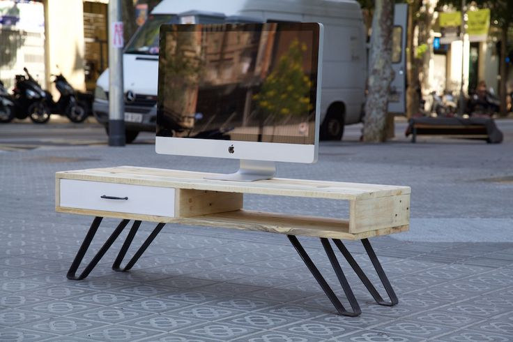 Mueble de TV hecho con palet reciclado / TV table made with recycled pallet / www.paletos.net / #palet #pallet #reciclado #recycled #diy #paletos #tv #television #mesa #tvtable