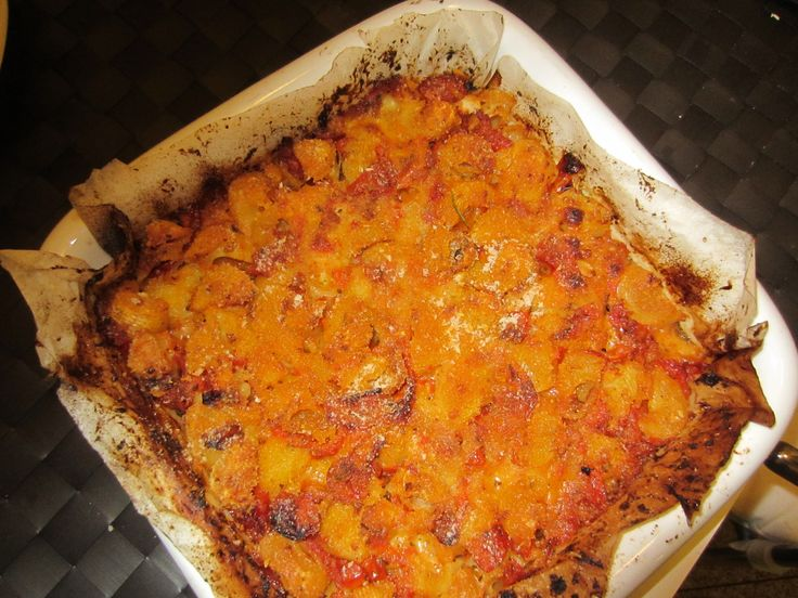 Baked pasta with mozzarella and fresh tomato sauce: a really delicious, easy, authentic Italian dish www.easyitaliancuisine.com