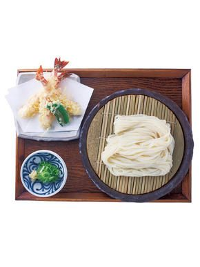 One of Kyoto's must-try food items is udon noodles. The combination of silky noodles and savory broth is incomparable. Here are seven especially must-try udon noodle restaurants in Kyoto, all of which serve their own original and excellent udon noodle dishes.