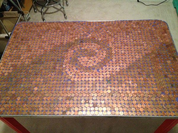 Tischplatte aus Muenzen