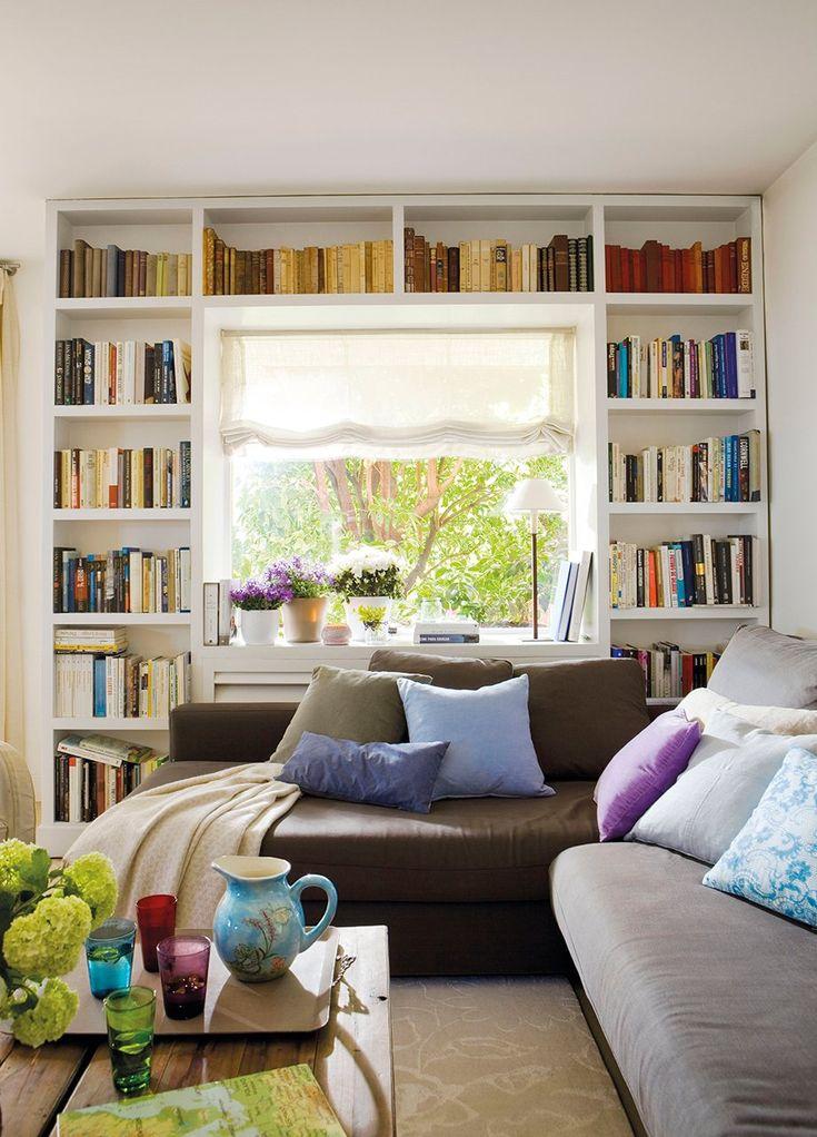 Librería tipo puente y sofá en L  Solo se han invertido 25 cm de fondo para la librería, aprovecha toda la pared útil y el alféizar sirve de...
