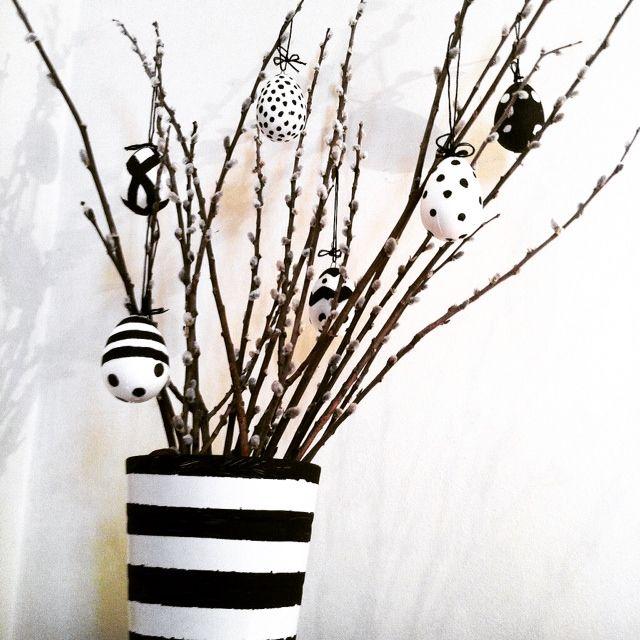 Easter egg tree in black and white http://ladiy.cafeblog.hu #easter #eggtree #blackandwhite #decor #diy