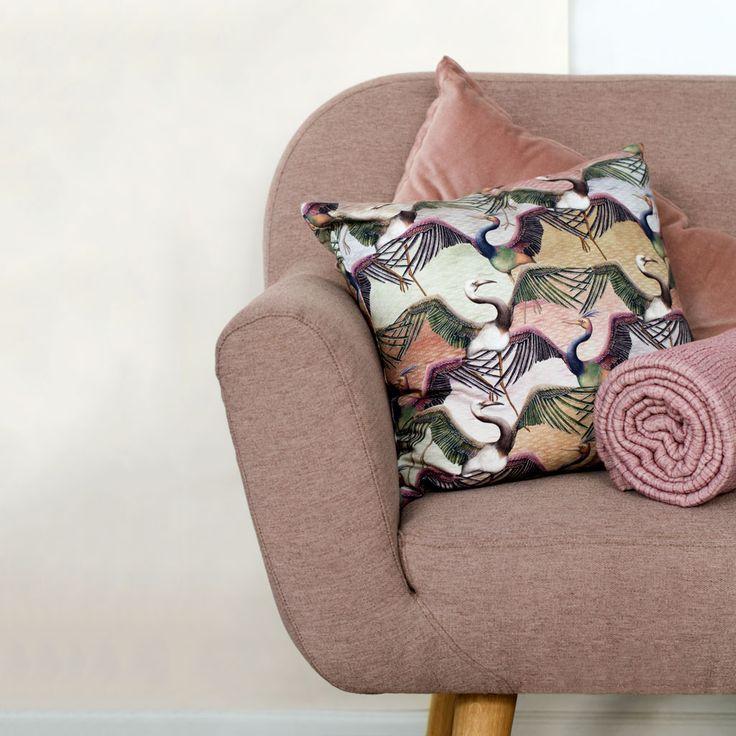Ditte kann sich im Sunday Dusty Rose sehen lassen @altinterior  #sofacompany_de #danishdesign #furniture #scandinaviandesign #interiordesign #furnituredesign #nordicinspiration #retrostyle #pink #Sofa