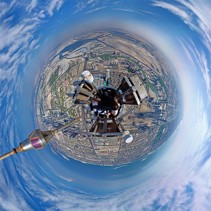 Dubai photog Gerald Donovan showed us the amazing, breathtaking panorama from the pinnacle of the world's tallest building - the Burj Khalifa.