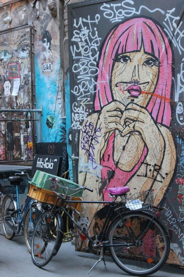El Bocho Frau Streetart mural Berlin Mitte, Haus Schwarzenberg, Rosenthaler Straße