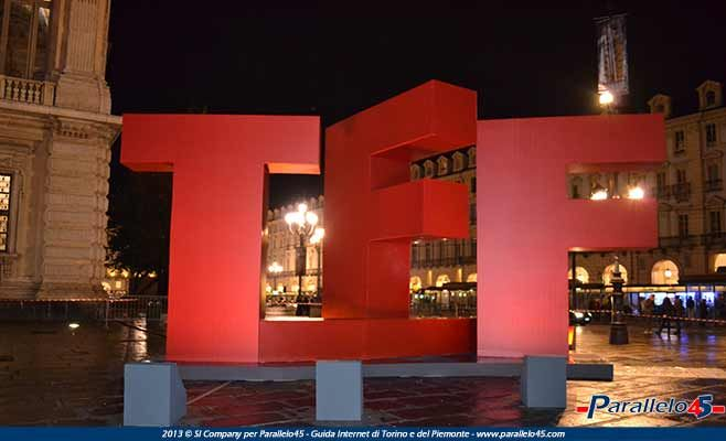Torino Film Festival 2013 Fino al 30 novembre 2013 si svolge il 31° Torino Film Festival. La prima edizione diretta da Paolo Virzì. L'immagine è stata scattata in Piazza Castello a Torino e raffigura il logo del #tff2013 #torino