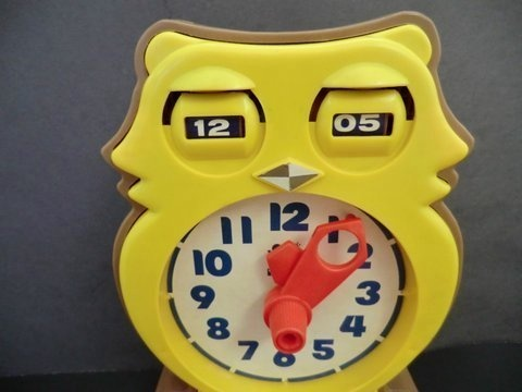 Tomy Tic-Tock Answer Clock, Learn To Tell Time! - YouTube