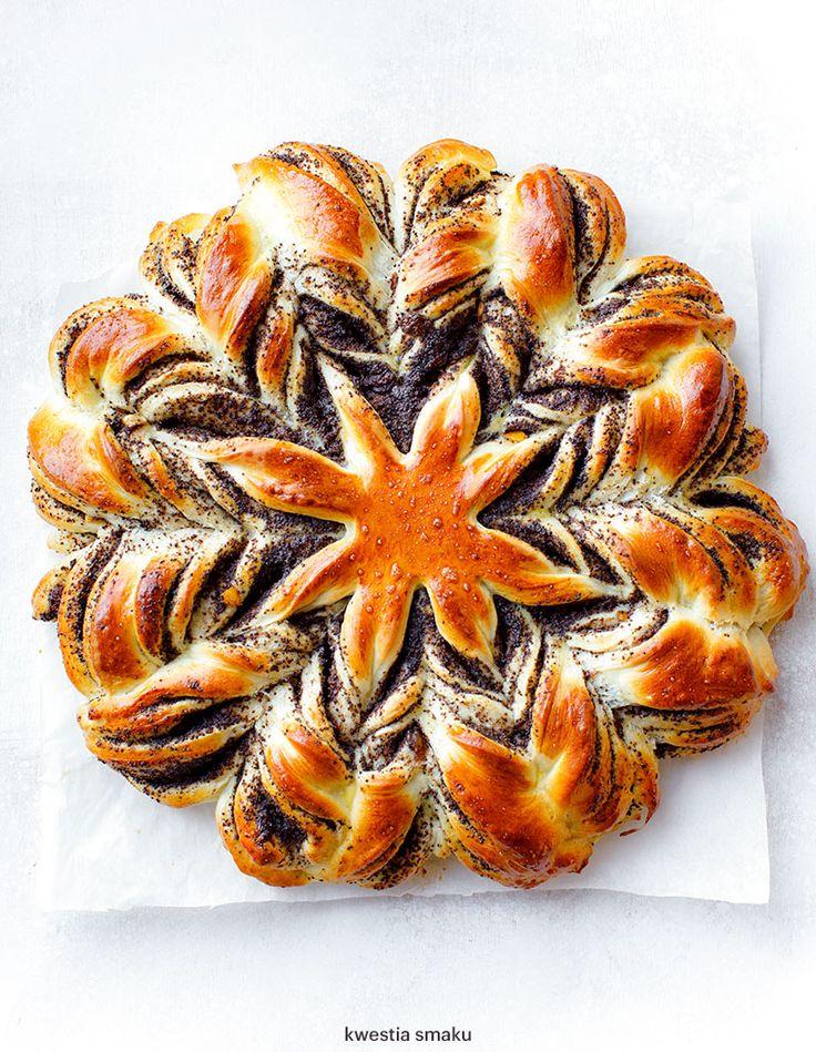Drożdżowa gwiazda z makiem (Yeast star with poppy seeds)