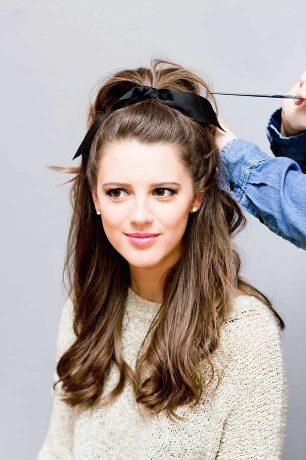 Read on to find out how to create a retro hairstyle perfect for the holiday season…