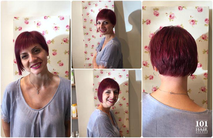 Έντονο κόκκινο χρώμα στα μαλλιά και ασύμμετρο κοντό καρέ συνθέτουν ένα σούπερ μοντέρνο και εντυπωσιακό αποτέλεσμα!