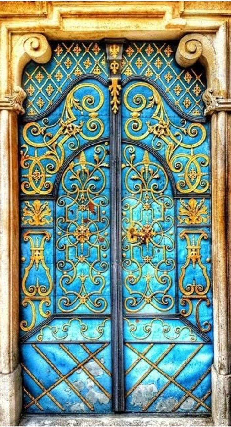 Bela porta na Rússia. Fotografia: Bellasecretgarden.